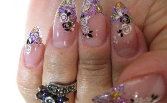 дому дизайн ногтей острые